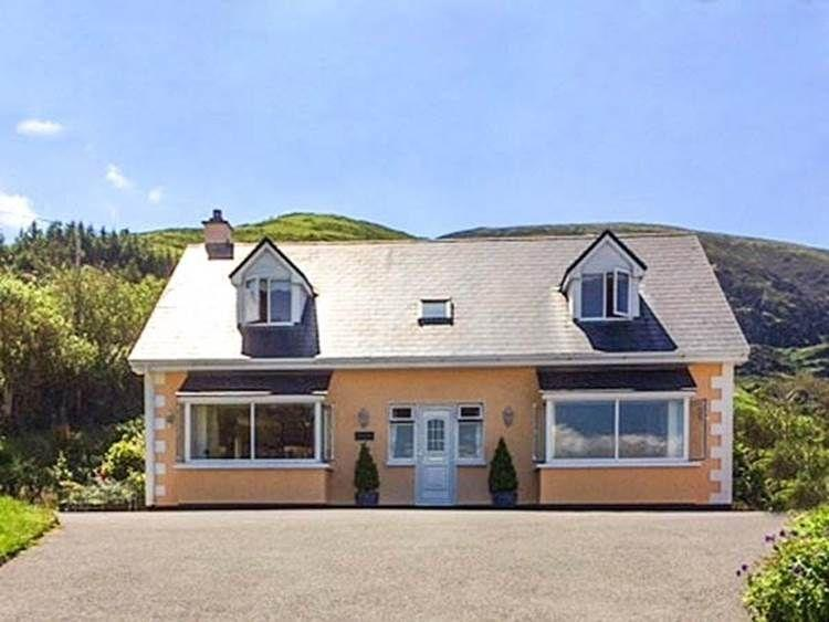 Beautiful Ring of Kerry Residence with Ocean Views, vacation rental in Kells