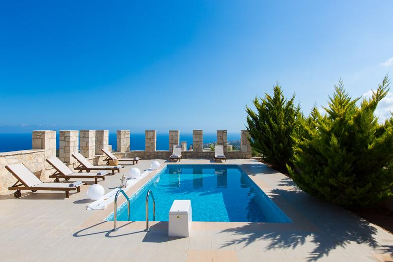Faethon and Aeolos Villas with two pools, vacation rental in Kato Valsamonero