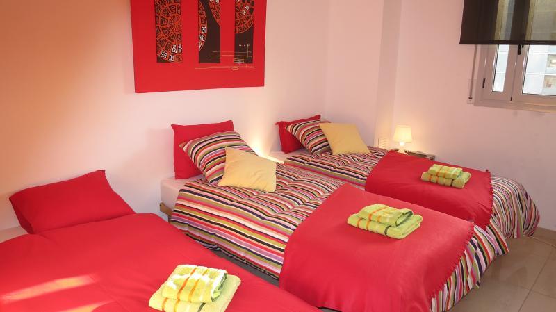 """""""El dormitorio III"""": 3 camas individuales, armario."""
