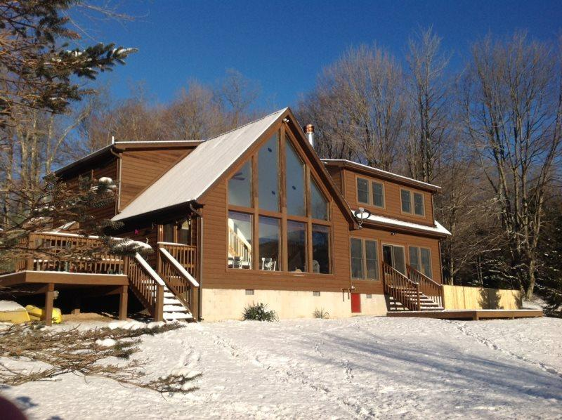 Alpen View - 86 Snapping Turtle Lane  Alpen View - Lake Front, Pet Friendly w/ D, holiday rental in Canaan Valley