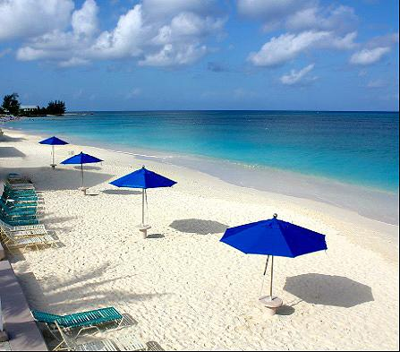 Gorgeous Ocean Views!! In the Center of 7 Mile Beach!! Walk to Most Everything!, holiday rental in Camana Bay