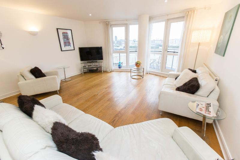 Riverside Luxury, Canary Wharf with prior DECONTAMINATION, vacation rental in London