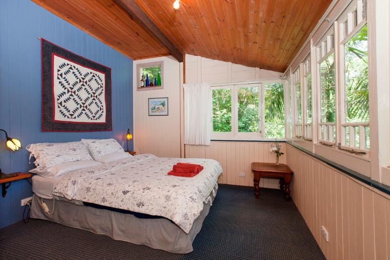 Mount Glorious private rainforest cottage, alquiler vacacional en Mount Samson