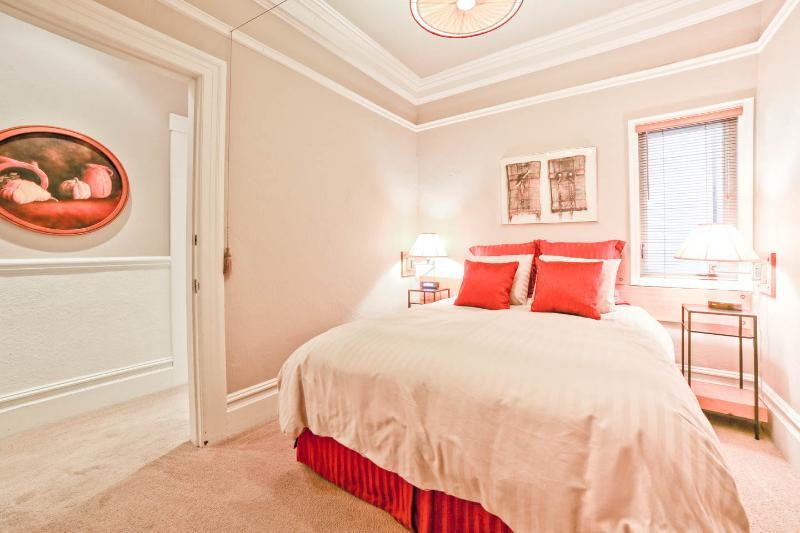 Quiet Bedroom - Comfortable Queen-Size Bed. Quality Linens. Custom Made Lamps and Nightstands.