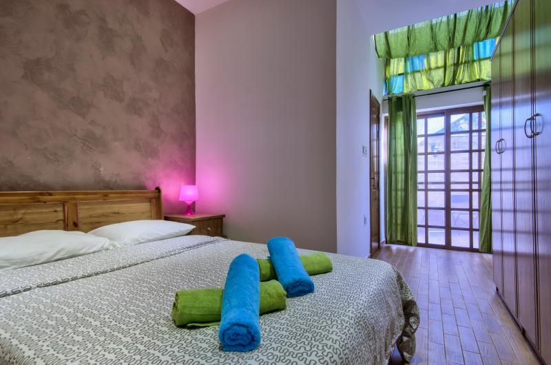 Cozy Sliema 1-Bedroom Maisonette, holiday rental in Sliema