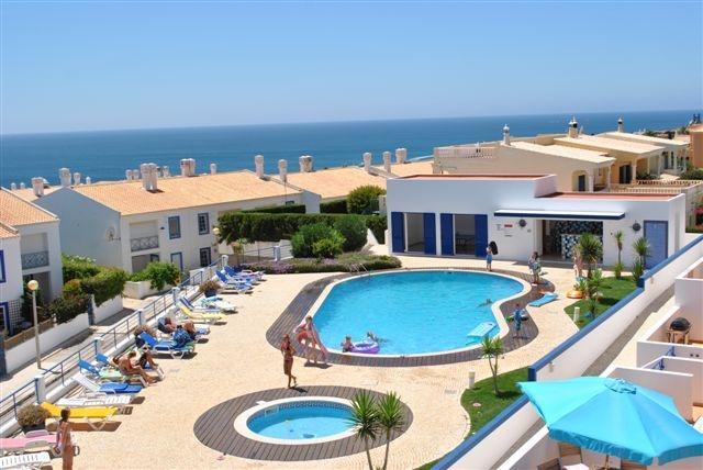 Town house to let in Praia Da Luz, aluguéis de temporada em Luz