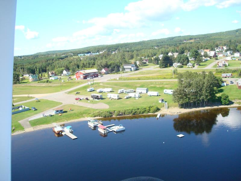 Lakeside Lodge at the Old Mill Marina. Private beach, docks, boat rentals. On snowmobile trail.