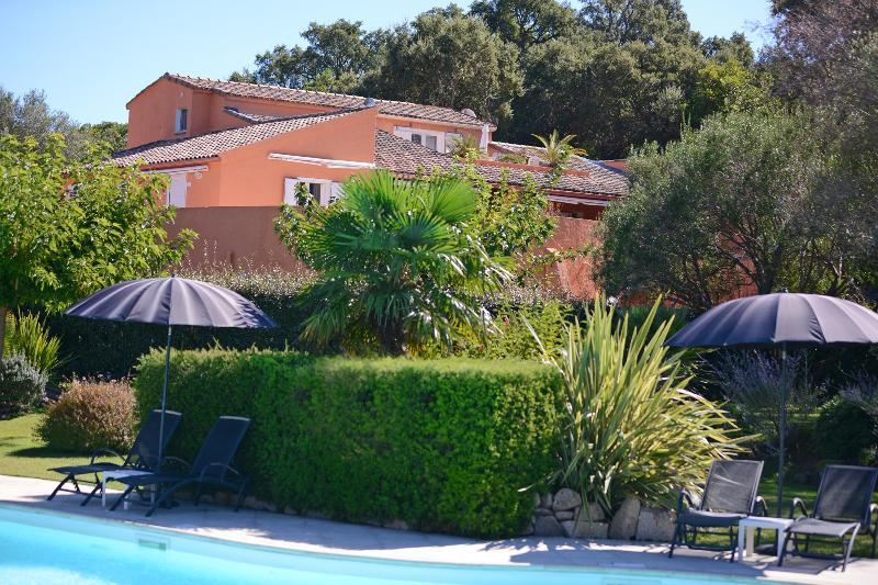 appartement t3 5/7pers les jardins de sainte lucie piscine chauffée, location de vacances à Corse-du-Sud