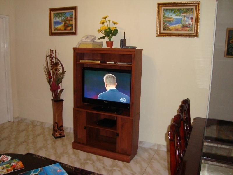 32 inch Flat Cable TV