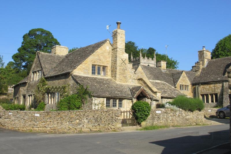 No 8 The Square - Located in the center of the picturesque village of Upper Slaughter