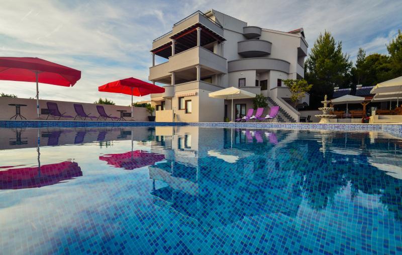 1 bedroom w/balcony Sea view 2+2, vacation rental in Kozino