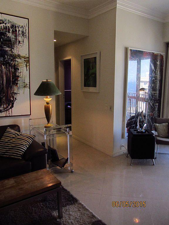 Sala de estar e corredor