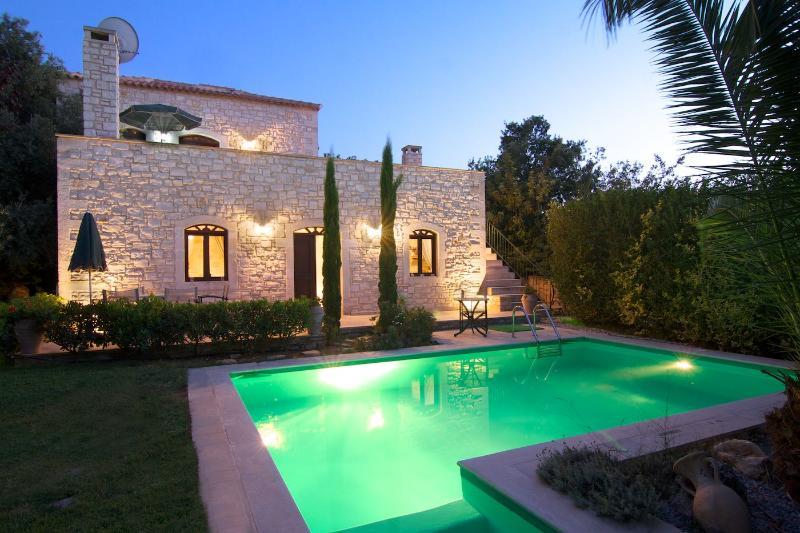 Steinvilla mit Meerblick und Swimming Pool, location de vacances à Prines