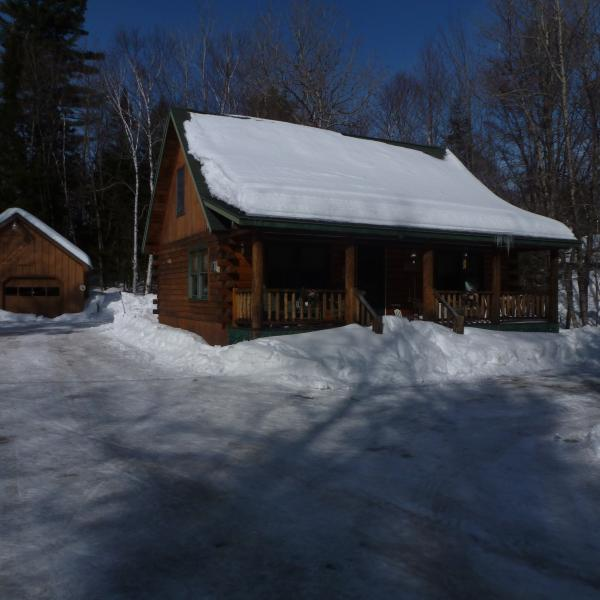 Greenville Log Cabin w/ Bunkhouse, vacation rental in West Forks