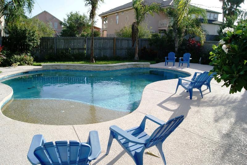 Blue Heaven home-bay view from balcony FAMILIES ONLY, PRIVATE POOL AND BACKYARD, location de vacances à Île de South Padre