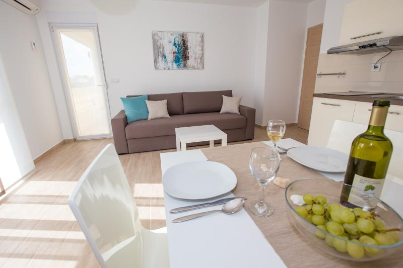 New, modern and comfortable A3 MIMIS (2+2), casa vacanza a Banjol