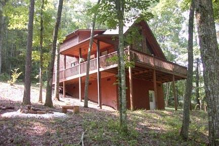 Like new cabin, wooded setting