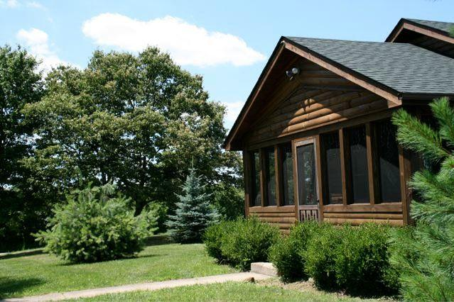 Fullbrooks Lodge 1st Choice Cabin Rentals Hocking Hills between Logan and Athens, holiday rental in Glouster