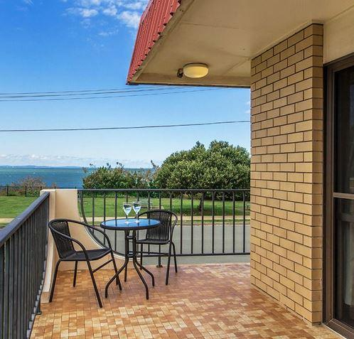 Single Bedroom Apartment with Amazing Ocean Views, vacation rental in Deception Bay