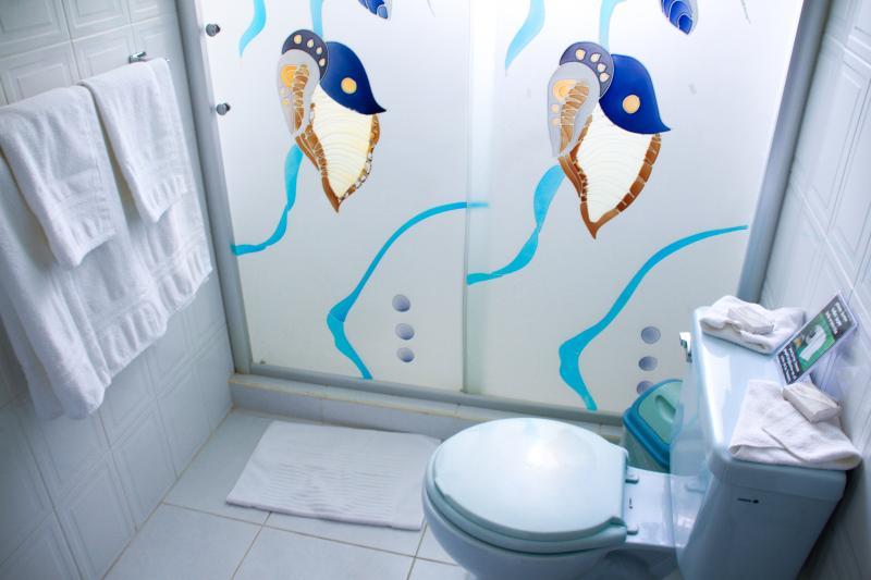 Baño del Apartamento Variante Azul : Completamente equipado.
