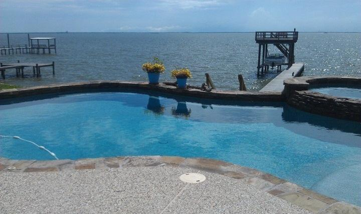 Shared pool right on the bay! Fishing Pier available. Close to Kemah Boardwalk