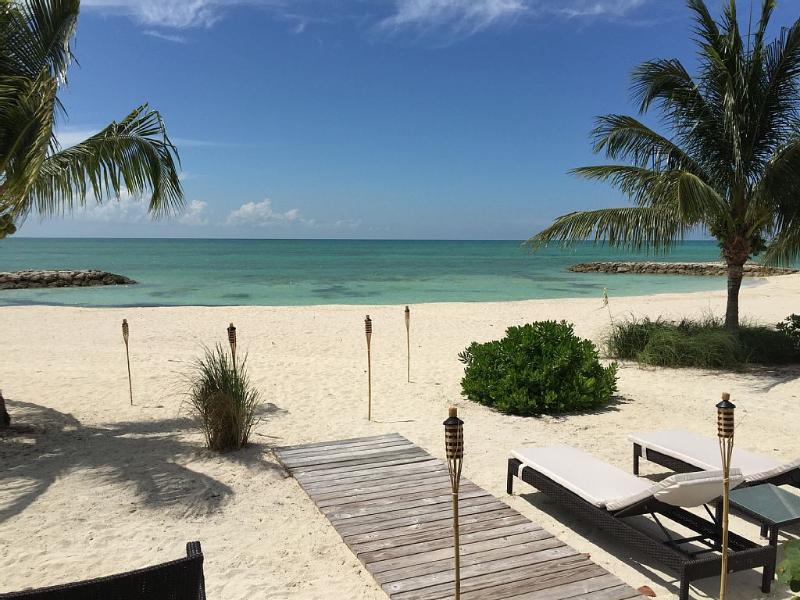 Private Beach , Beautiful Villa With White Sand, location de vacances à Île de New Providence