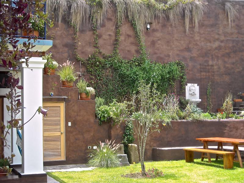 Peaceful Garden Suite Colibri in Historical Quito, holiday rental in Machachi