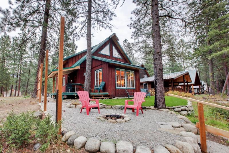 You'll love this Leavenworth vacation rental cabin's peaceful riverfront location!