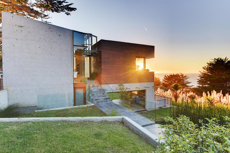 Choose this exquisite Montara vacation rental house for your next California retreat and you certainly won't be disappointed!