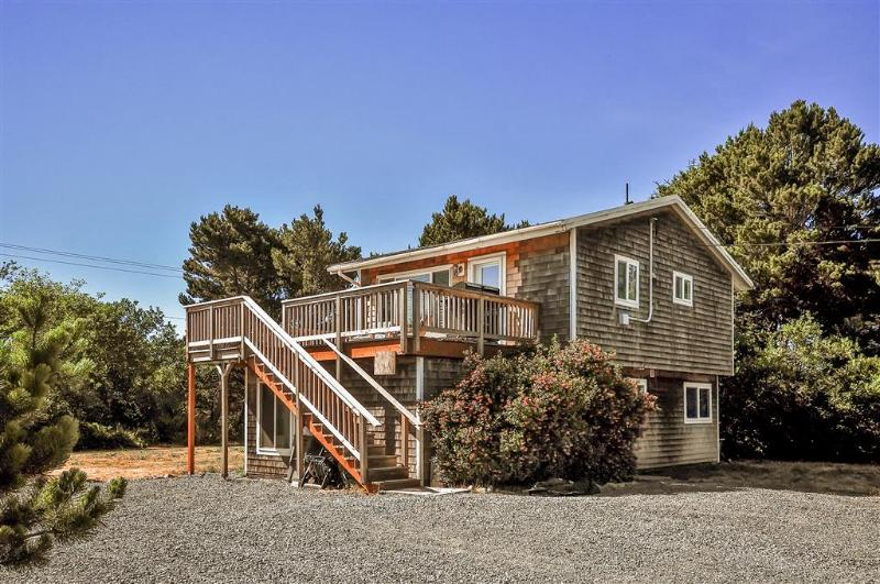 Let this quaint Rockaway Beach vacation rental cottage serve as your home base for exploring Oregon!