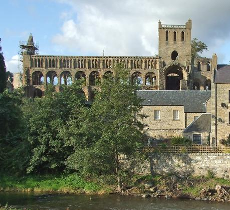 Just minutes walk to Jedburgh abbey and other town attractions