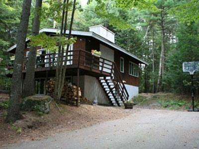 Woodland Chalet: 4 br, 2 ba, fireplace, deck, grill, 2 TVs, 2 living rooms, AC, holiday rental in North Conway