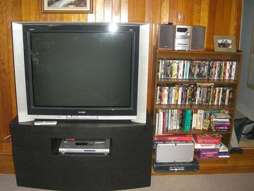 tv/dvd/vcr lots of movies and games