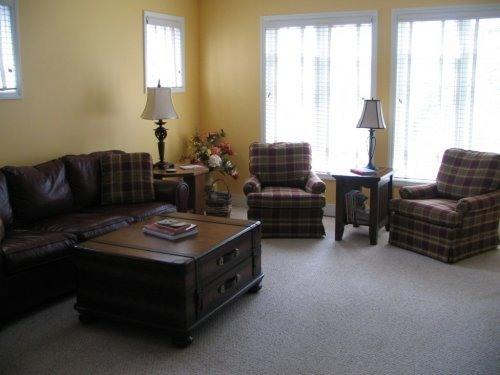 Comfortable livingroom  with swivel rocker chairs.