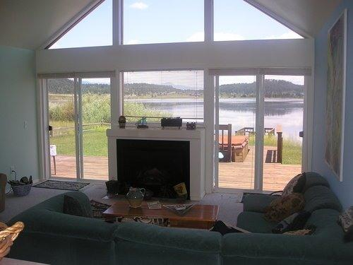 Lakefront House w HotTub, Deck, BoatDock & VIEWS!, casa vacanza a Pagosa Springs