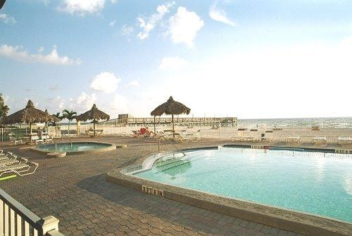 **PERFECT FOR A FAMILY VACATION** 3Br Directly On The Beach, vacation rental in Indian Shores