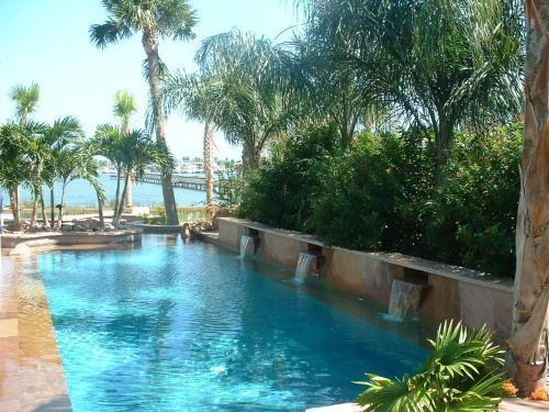 Pool (LBC)