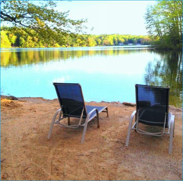 Beautiful Lake Front LakeHouse sandy beach w/boat, holiday rental in Rochester