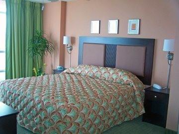 MBR (OCEAN FRONT) King Bed