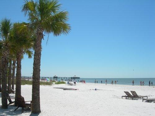 Riptide Condo - Unit 11 - Steps to the Beach - North End, holiday rental in Fort Myers Beach