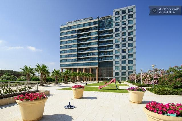 VIEW RENTAL APARTMENT OKEANOS BA'MARINA HERZELIA BEACH FRONT, holiday rental in Ramat Hasharon