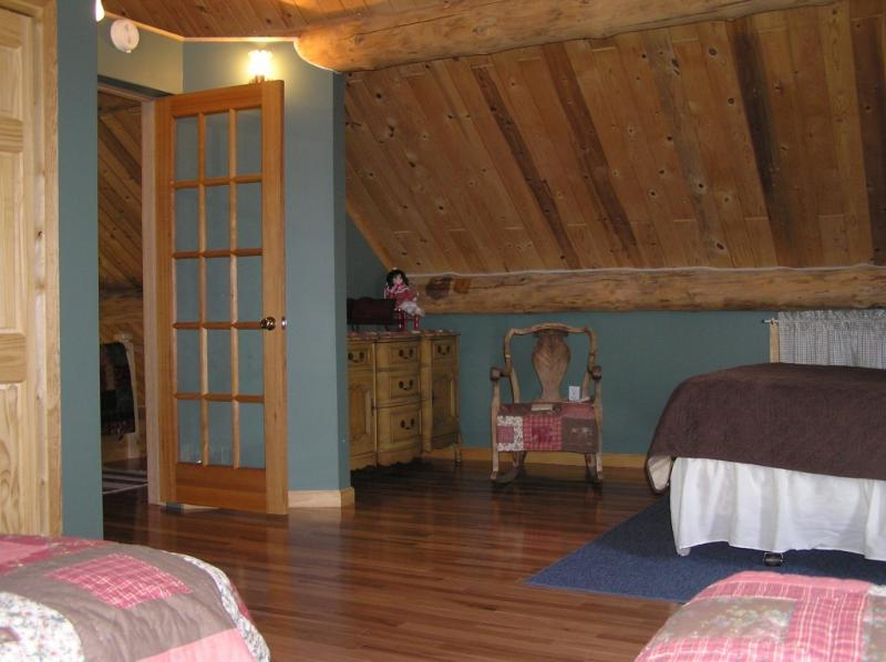 Loft with 1 Queen and 2 double beds