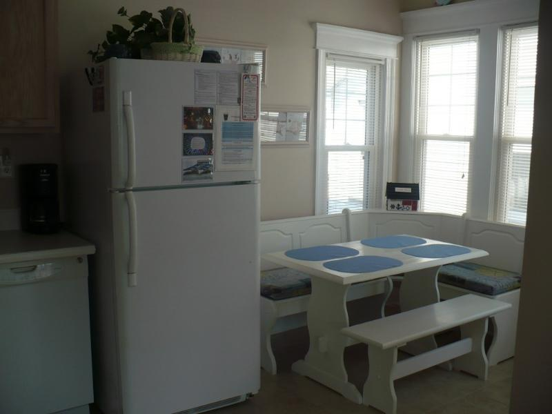 Kitchen Eat-in Area