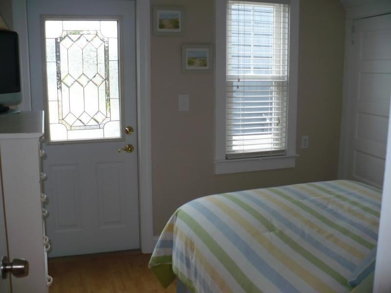 1st Floor Bedroom Private Entrance