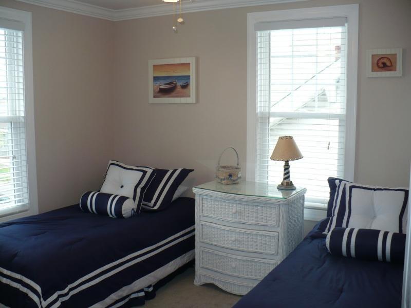 Bedroom: 2 Twin Beds