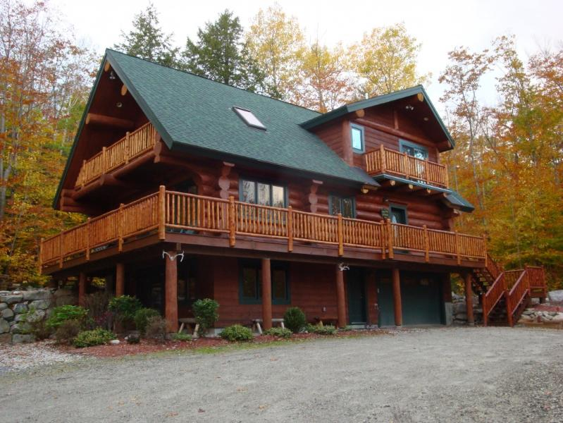 Highland Lake Access Authentic Log Home, holiday rental in Lovell