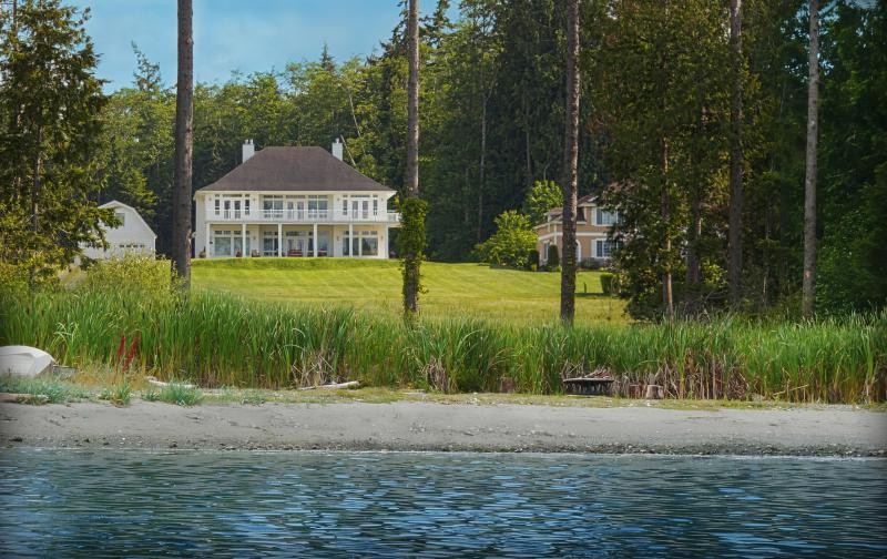 Hood Canal Grand Cottage & Carriage House w/ 150' of Private Beachfront