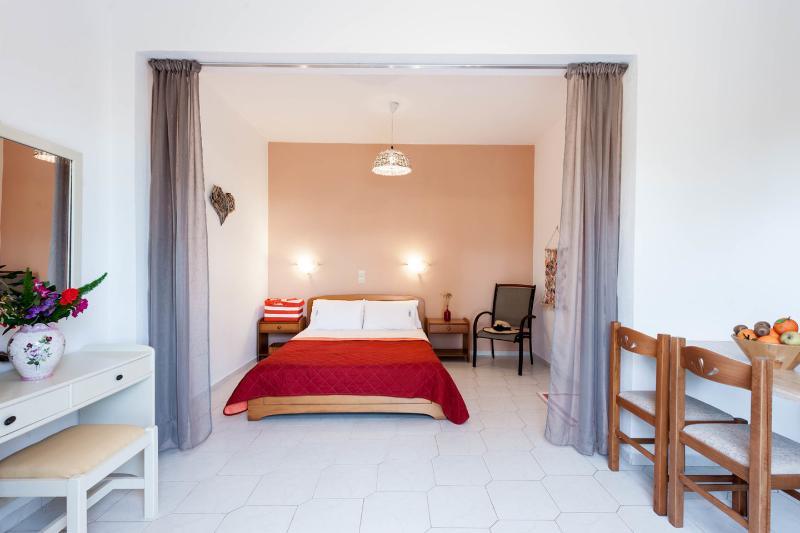 Corfu Holiday Natural Blue Green Apartment, vacation rental in Astrakeri