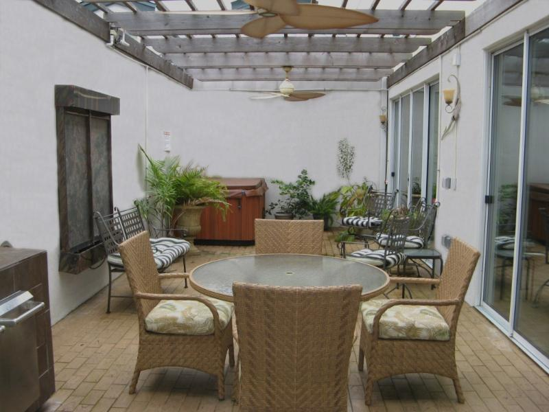 Garden area has private hot tub