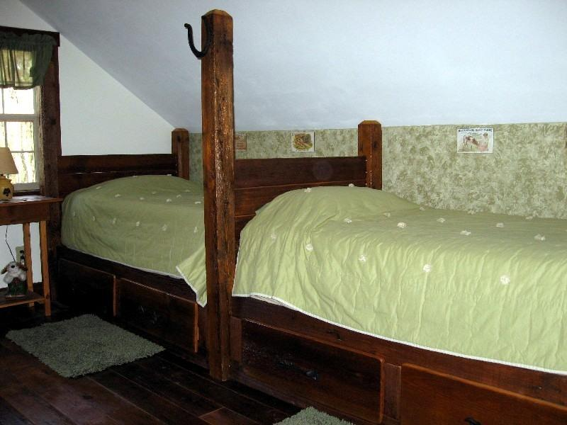 and 2 twin size beds
